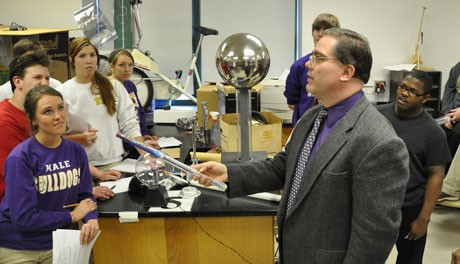 Image: Teacher Jeffrey Wright in front of Physics class