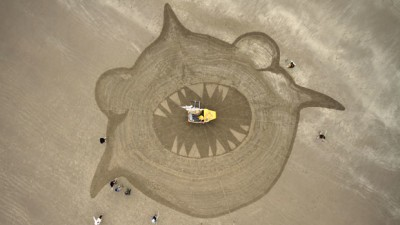 Image: Giant shark drawn in sand