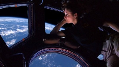 Image: Tracy Caldwell looking down on earth from the International Space Station