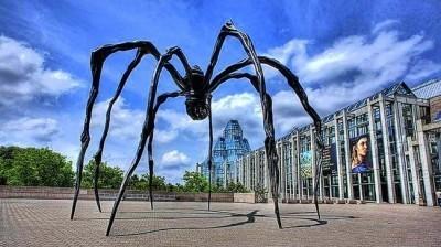 Image: Spider sculpture