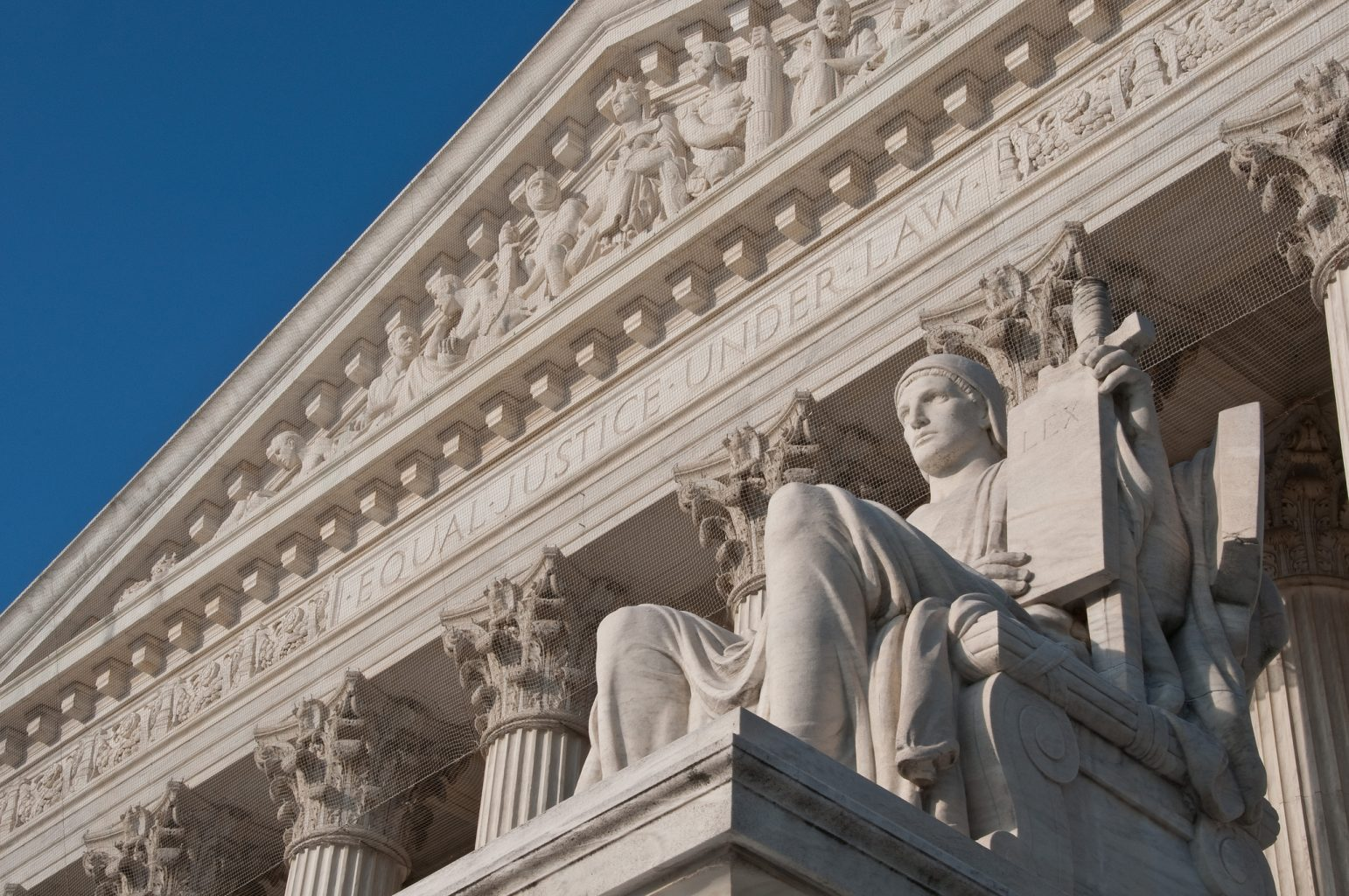 Image: Close up of the US Supreme Court building