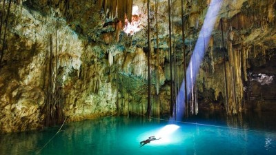 Image: Cenote, Underwate caves, John Stanmeyer, National Geographic
