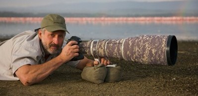 Image: Theo Allofs photographing with a long lens