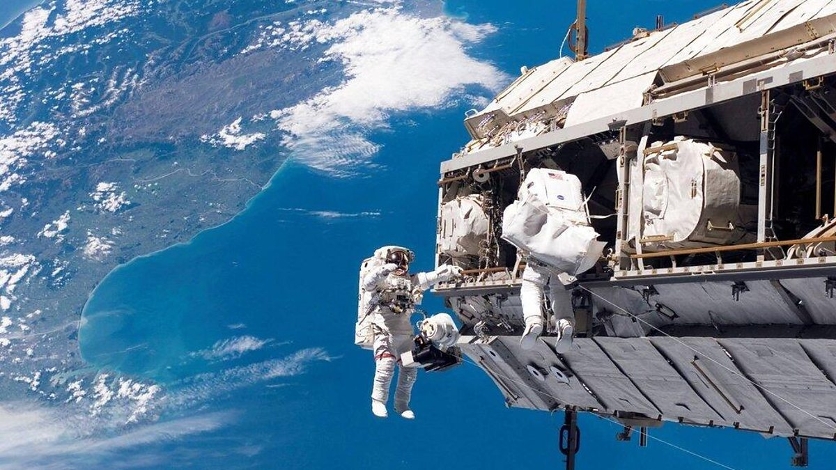 Image: Chris Hadfield on space walk with North America below on earth
