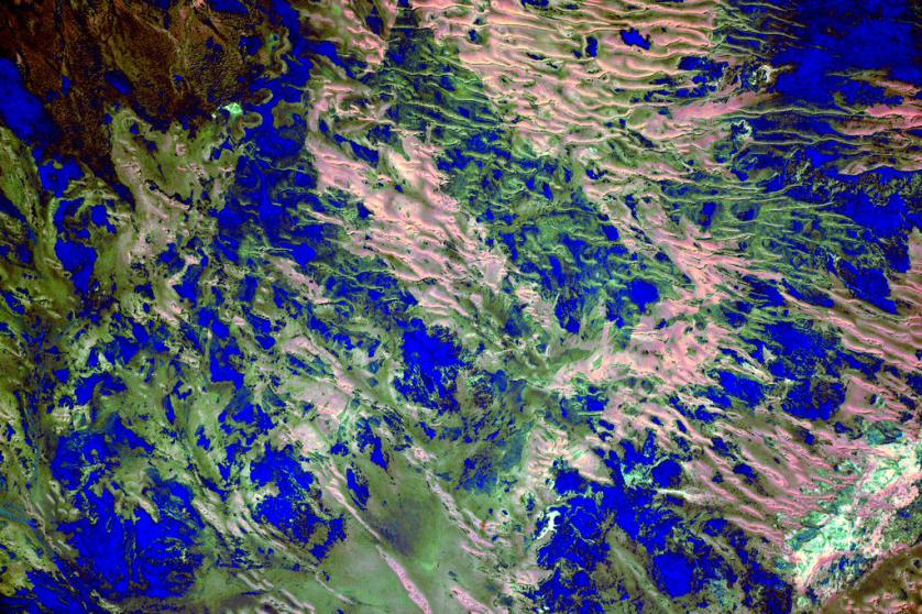https://twitter.com/StationCDRKelly/status/671756020163608576 #EarthArt Blue and green with a little something in between over #Australia. #YearInSpace