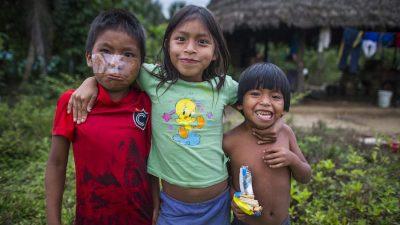 Charlie-Hamilton-James-Children-Manu-National-Park