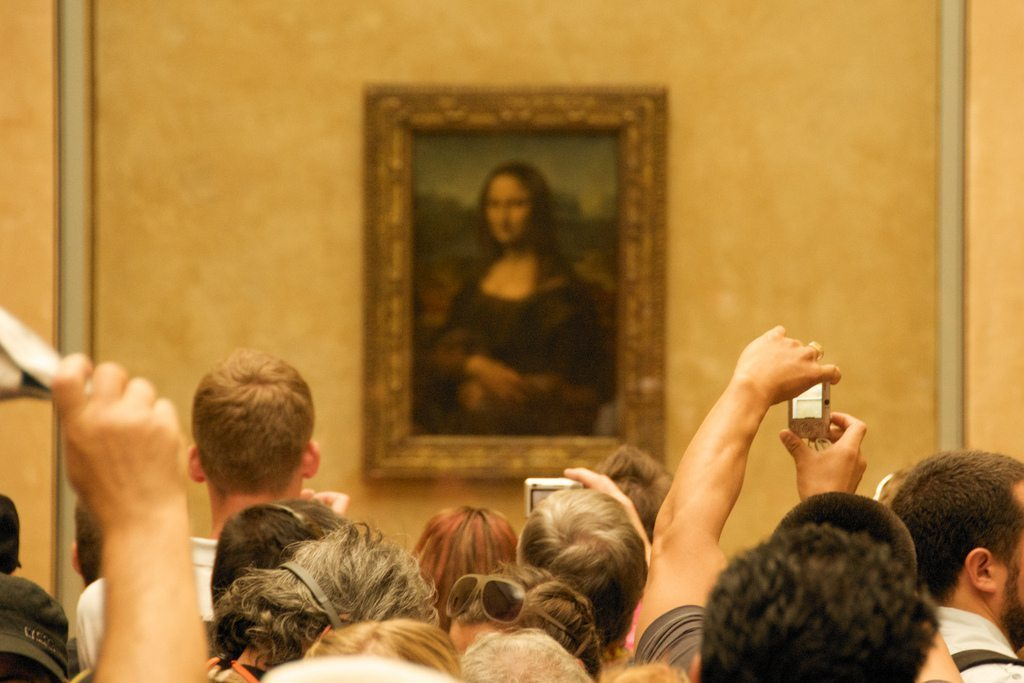 Image: The Mona Lisa with a crowd of people in front of it, Why is the mona lisa famous?