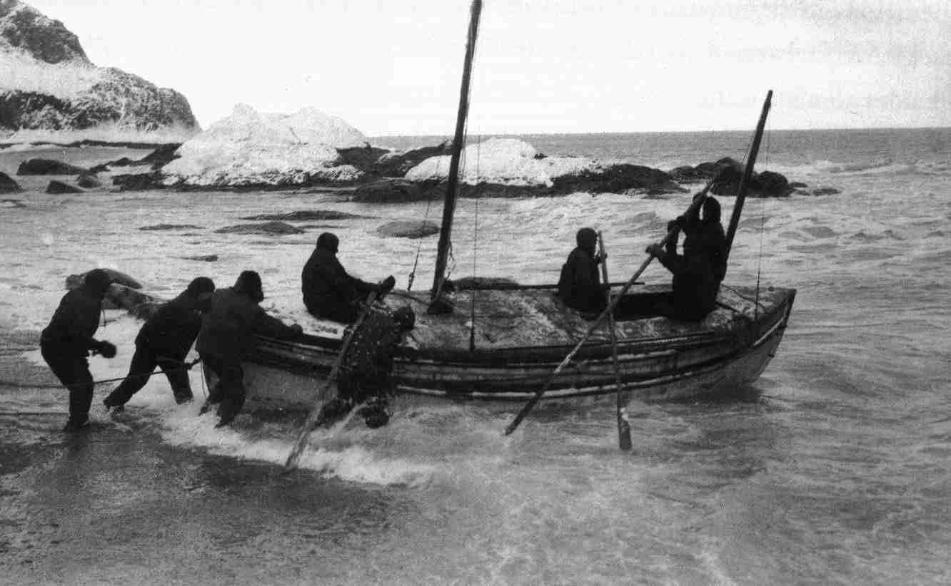 Image: crew of the Endurance expedition launching a small boat