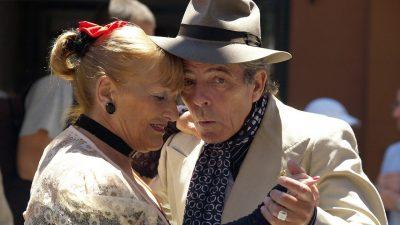 Image: Older couple dancing together