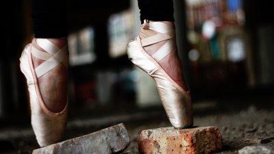 Image: Dancer on pointe on bricks