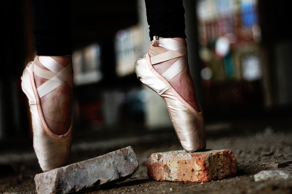Image: Ballet dancer on pointe on bricks