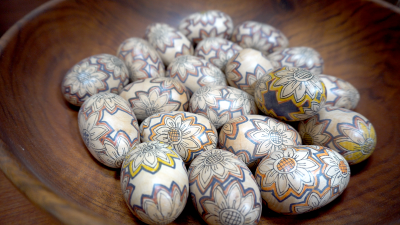 Image: Sharis painted eggs in a bowl