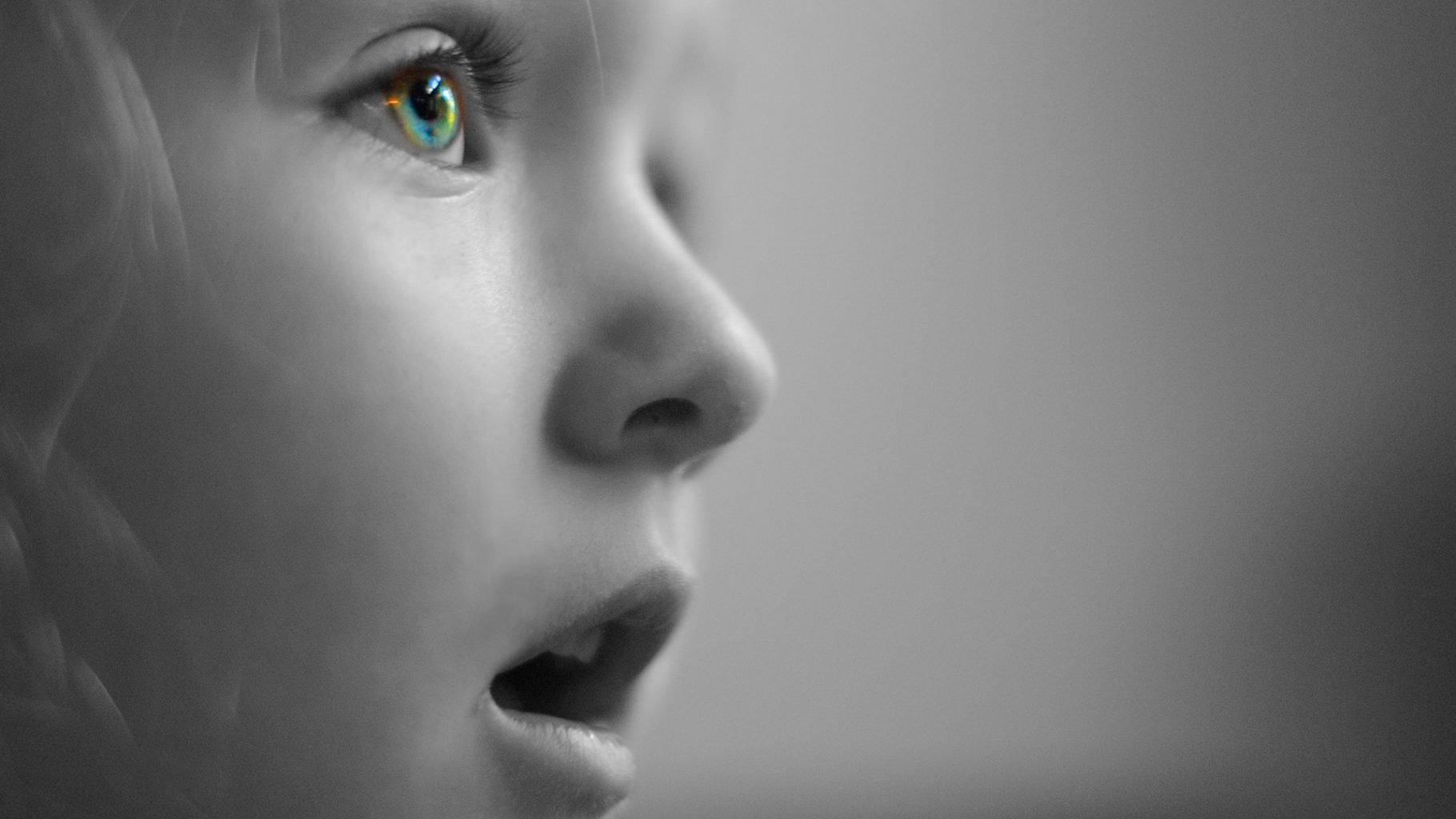 Image: Big-eyed girl with an awestruck face