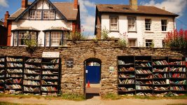 Image: Outdoor bookshop in Hay-on-Wye