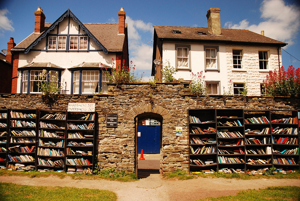 Image: Outdoor bookshop in Hay-on-Wye