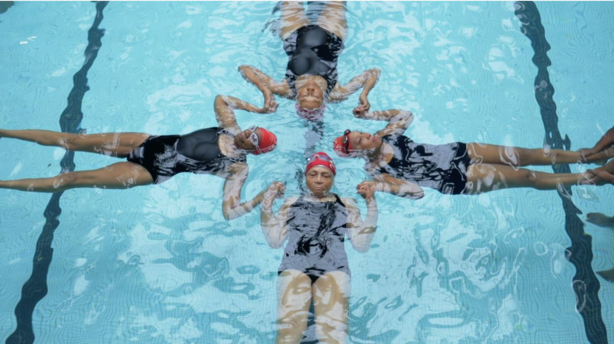 Image: Harlem Honeys and Bears practicing in the water