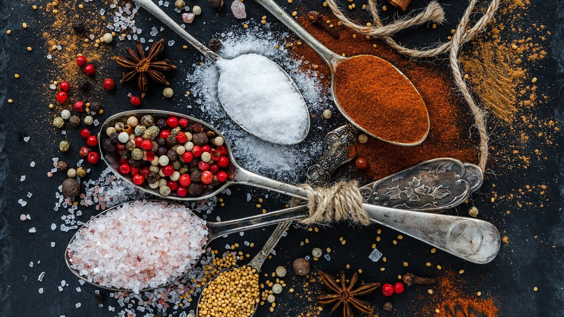 Image: An array of colorful spices on spoons