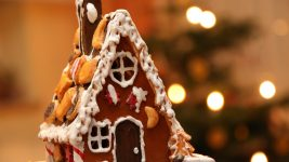 Image: decorated gingerbread house