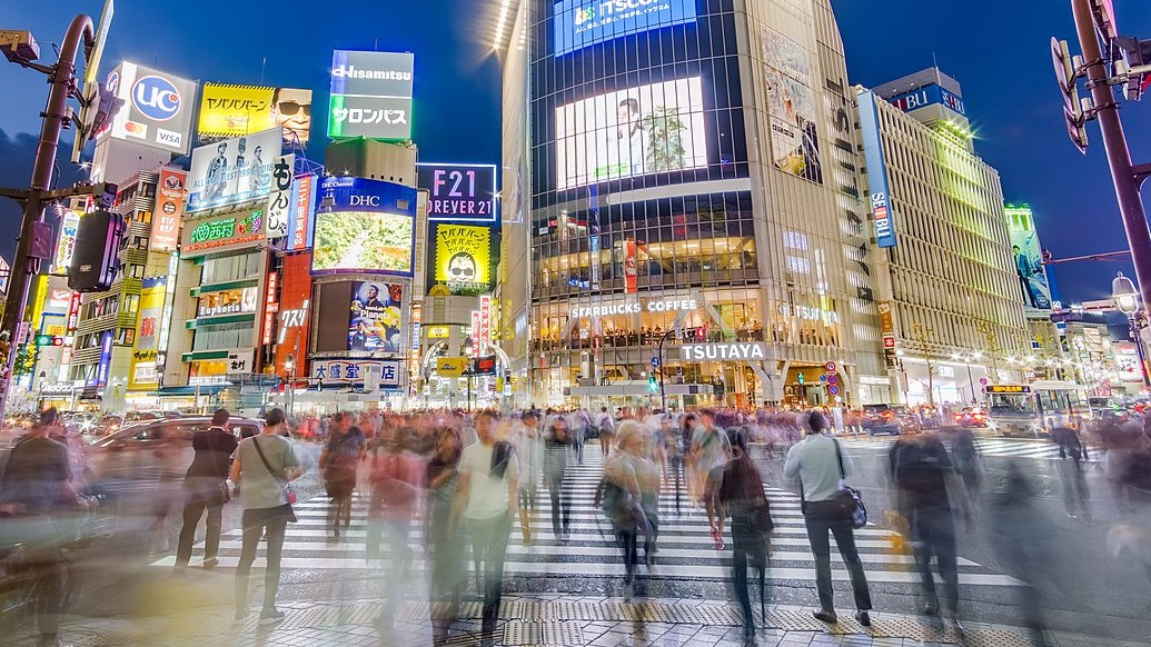 Image: People crossing the scramble in Shibuya, Tokyo, Japan